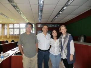 Da esquerda para a direita, prof. Tuca Américo, prof. José Luis Bizelli, Flávia Machado e a prof. Lívia Motta, logo após defesa em sala na UNESP.