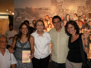 In the Picture, from left to right, Paulo Romeu, Suely from  Reação Magazine holding the book, Livia, Mauricio Santana from Iguale and Bell Machado from Ponto de Cultura holding a glass of wine.