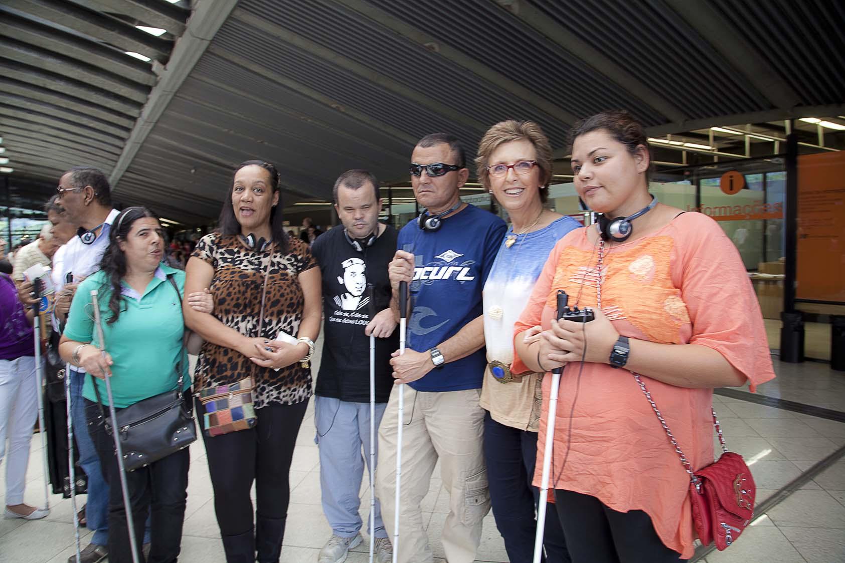 Da esquerda para a direita, Roberta, Araçary, Donizete, Jesus, Lívia e Priscila, da Biblioteca Braille de Guarulhos.